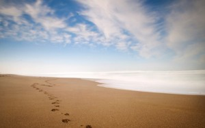 Sand-Footprint-Beach-600x375